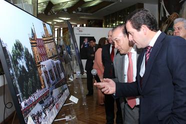 El Director General de la LOTENAL, Pedro Pablo Treviño Villarreal y el titular de NOTIMEX, Alejandro Ramos Esquivel, inauguraron esta muestra fotográfica sobre los acontecimientos más importantes a nivel mundial de 2016