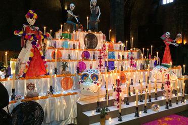 Monumental Ofrenda de Día de Muertos en el Museo Numismático Nacional de Casa de Moneda de México.