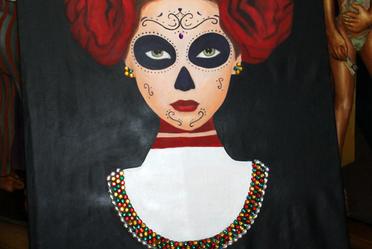 La muestra -integrada por obras de los artistas plásticos: Angélica Jiménez, Jessica Feldamn, Mirella Bredo, Patricia Lopez Planell e Iker Art-, muestran diversas facetas de La Catrina