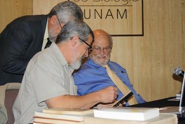 """Presentación del libro """"Manual para el rastreo de mamíferos de México"""" en el Auditorio del Jardín Botánico Instituto de Biología - UNAM."""