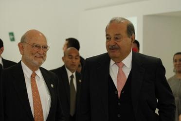 Dr. José Sarukhán Kermez Coordinador Nacional de la CONABIO y Carlos Slim en el Museo Soumaya.