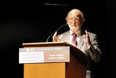 """Dr. José Sarukhán Kermez Coordinador Nacional de la CONABIO en la presentación """"Manglares de México""""."""
