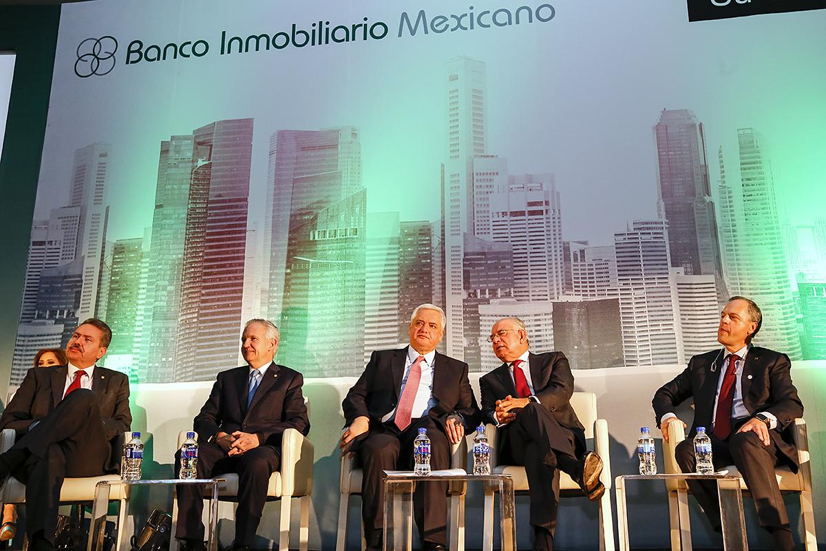 Reuni n con el banco inmobiliario mexicano fondo de la for Banco inmobiliario