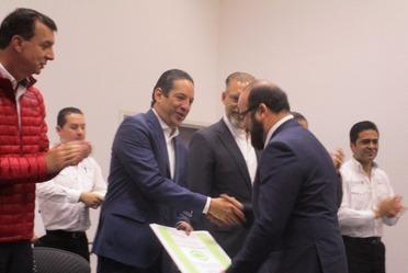 La Procuraduría Federal de Protección al Ambiente entregó a la Comisión Nacional de Libros de Texto Gratuitos el Certificado Empresa Limpia.
