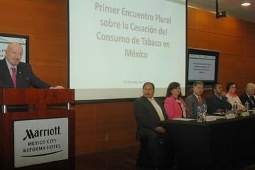 Manuel Mondragón y Kalb, clausuró el Primer Encuentro Plural sobre Cesación del Consumo de Tabaco, este año con el tema El Tabaco, una Amenaza para el Desarrollo.