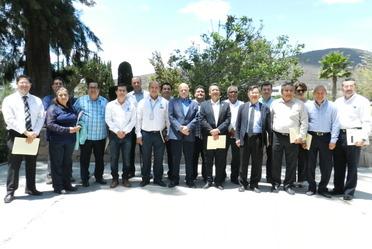 El cuerpo directivo del Centro Nacional de Metrología, recibió la visita de directivos y académicos de la Universidad Veracruzana,  con el propósito de establecer vínculos de colaboración interinsttucional.