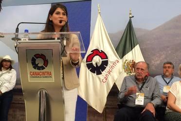 En la Expo AgroIndustrial y Ganadera Canacintra 2017, la Lic. Patricia Ornelas Ruiz participó en la inauguración, donde a su vez presentó el Atlas Agroalimentario 2016.