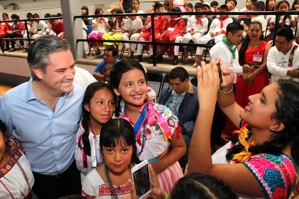 Visita del secretario de Educación Pública, Aurelio Nuño Mayer, a los integrantes de la Orquesta y Coro de Música Tradicional