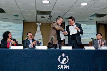 Doctor Luis Raúl González Pérez, presidente de la CNDH; doctor Felipe I. Arreguín Cortés, director general del IMTA.