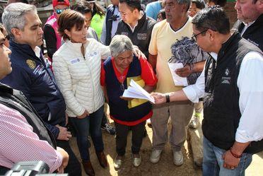 Entrega de tarjetas de Bansefi para la reconstrucción de viviendas dañadas el 19S en La Magdalena Contreras, CDMX.
