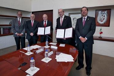 El 15 de este mes en la sala de juntas de la Dirección General del IPN. como moderador fungió el Dr. Francisco Plata, Secretario de Extensión e Integración Social del IPN