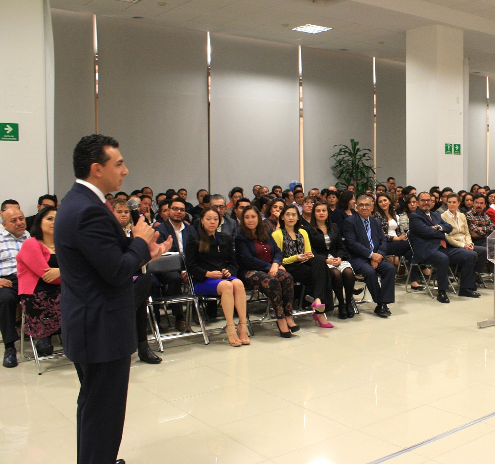 El comisionado nacional del Seguro Popular, Antonio Chemor Ruiz, agradeció a todas las compañeras y compañeros, el gran esfuerzo y empeño que han dedicado a su trabajo para beneficio de 54 millones de mexicanos afiliados al Seguro Popular.