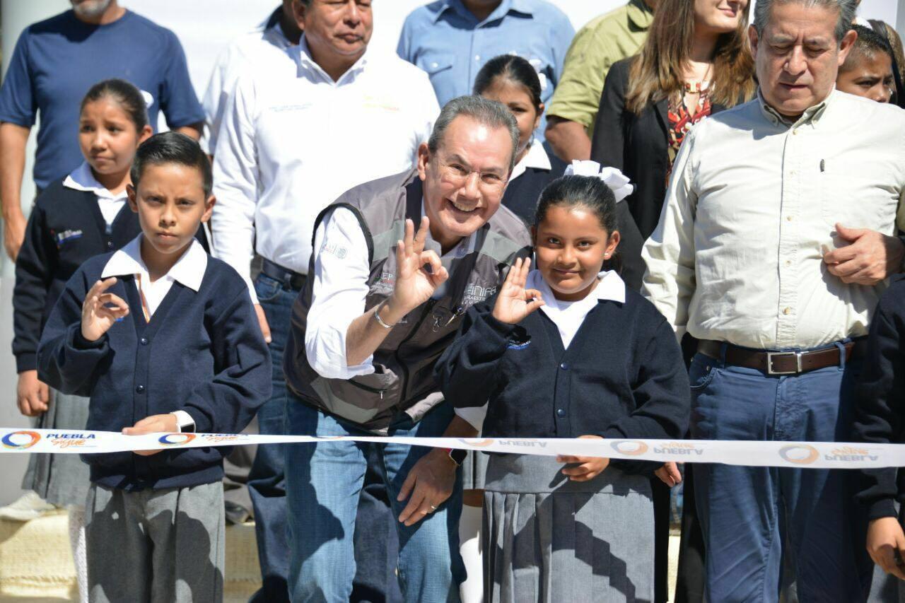 Entrega de la primera etapa de reconstrucción del Centro Educativo presidente Lázaro Cárdenas, en Izúcar de Matamoros, Puebla