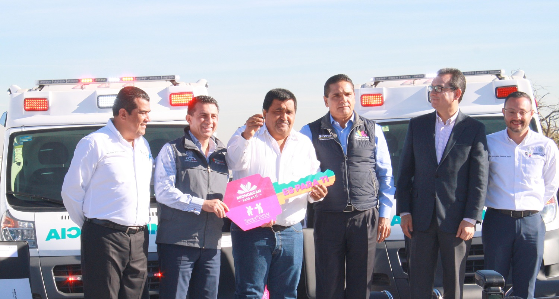 Durante la entrega de 50 ambulancias para urgencias, Antonio Chemor Ruiz, destacó que el Seguro Popular destinó poco más de 91 millones de pesos para su adquisición y beneficiarán a más de un millón 858 mil habitantes.
