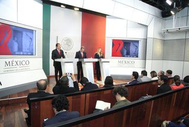 Srio. Eviel Pérez Magaña en conferencia de prensa sobre los avances en Programas Sociales