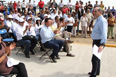 Conagua entrega obras de protección a centros de población en el estado de Veracruz.