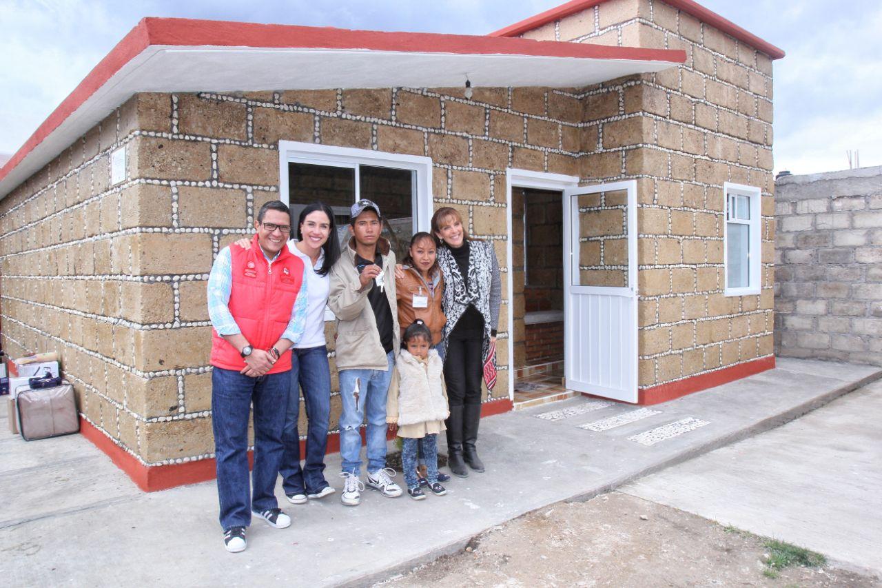 Entrega de viviendas a familias damnificadas por el #19S en Ocuilan, Estado de México.