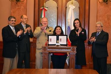 Correos de México emite estampilla con motivo del día del Amor y la Amistad