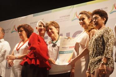 Aracely Escalante Jasso en el Premio para la Atención al Adulto Mayor 2018 en Campeche.