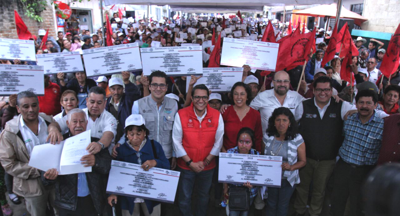 Entrega de apoyo para viviendas en Jalapa, Veracruz.