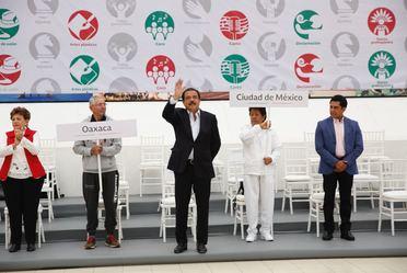 Srio. Eviel Pérez Magaña en la inauguración de los Juegos Inapam