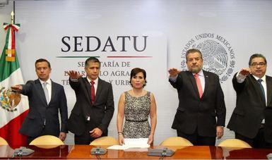 La secretaria Rosario Robles toma protesta a nuevos funcionarios de la dependencia.