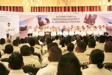 Entrega de créditos a Policía Federal e inicio de la emisión del Certificado Único Policial para todas las policías del país.