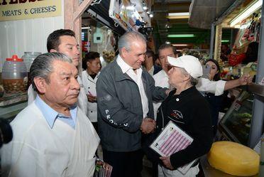 El Procurador, Rogelio Cerda Pérez, realizó un recorrido por el Mercado de San Juan en la Ciudad de México.