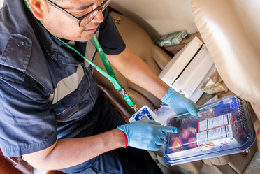 Durante el Tianguis Turístico 2018, oficiales del SENASICA retuvieron casi 40 kilos de mercancías alimentarias en el Aeropuerto Internacional de Mazatlán