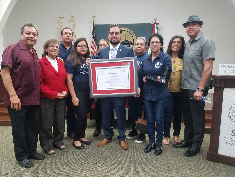 Entrega de reconocimiento ohtli a steven a hern ndez - Instituto de los mexicanos en el exterior ...