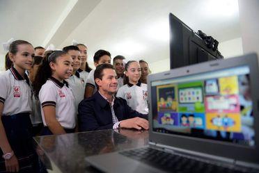 El Presidente Enrique Peña usa la Plataforma @prende 2.0