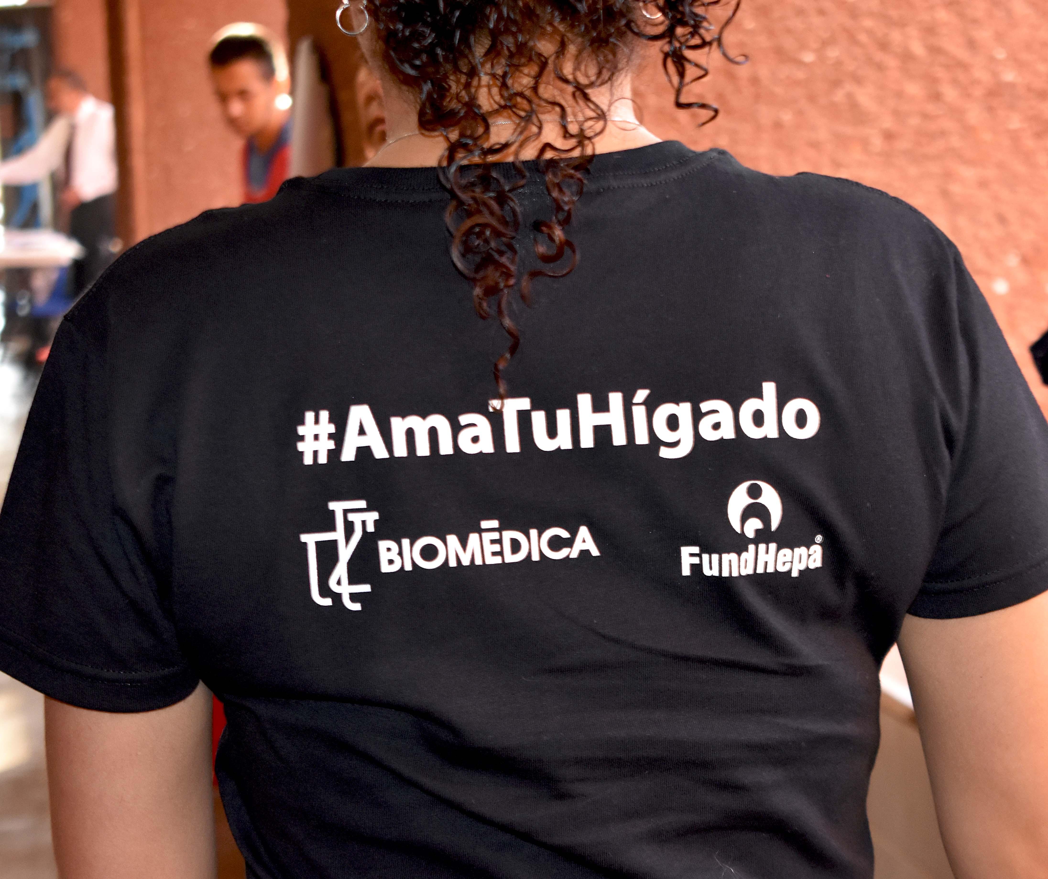 Foto de playera con slogan de #AmaTuHígado.