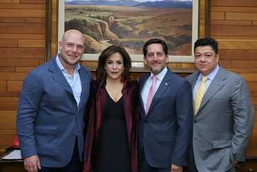 Esta noche, la Lotería Nacional se sacó el Premio Mayor al hacer este enorme reconocimiento a ¡Qué tal Fernanda!