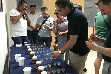 Foto muestras de miel.