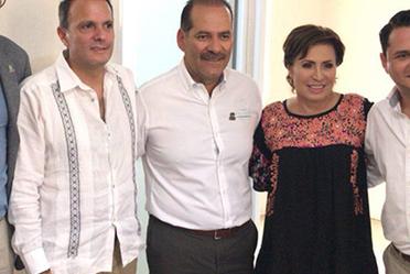 El gobernador de estado de Aguacalientes Martín Orozco Sandoval, recibe  a la Maestra Rosario Robles Berlanga, titular de la SEDATU y al doctor Jorge Wolpert Kuri para recorrer el Fraccionamiento Villa Montaña en el Estado de Aguascalientes.
