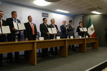 Firma de contratos de la 1a licitación de la ronda tres.