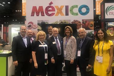 Pabellón de México en United Fresh Show 2018 y autoridades asistentes al evento.