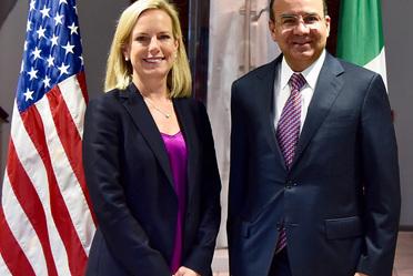 El Secretario de Gobernación, Alfonso Navarrete Prida, durante su reunión con la Secretaria de Seguridad Interna de Estados Unidos, Kirstjen Nielsen