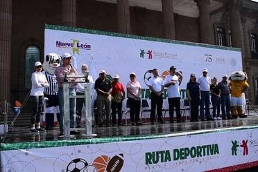 """Antonio Chemor Ruiz, Comisionado Nacional del Seguro Popular, encabezó el arranque de la Ruta Nacional Deportiva """"Mente y Cuerpo por la Salud"""" para reducir obesidad y sobrepeso en Monterrey, Nuevo León."""