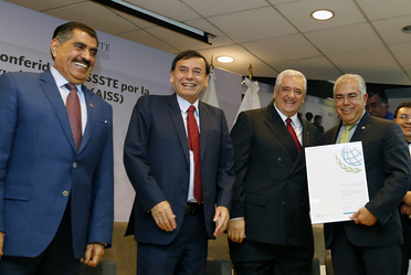 Ceremonia de entrega de certificados conferidos al ISSSTE por la Asociacion Internacional de la Seguridad Social (AISS)