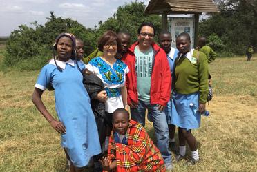 Carmen Gladys Barrios Veloso, directora de Educación Comunitaria e Inclusión Social, y Alfonso González Ramírez, Subdirector de Gestión Educativa representaron al Conafe en Kenia.