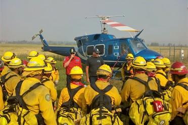 Combatientes mexicanos apoyan a Canadá en la liquidación de incendios forestales.