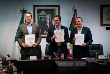 Firma de Convenio entre representantes de Aeroméxico y ASPA