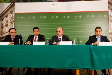 Imagen de funcionarios de la SEP