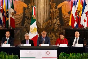 Imagen del secretario Otto granados Roldan en Conferencia