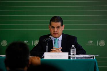 Conferencia de prensa sobre rehabilitación de planteles escolares en la Ciudad de México