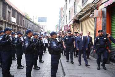 Comisionado Nacional de Seguridad supervisa el desfile conmemorativo por el 208 Aniversario de la Independencia.