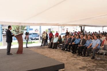 Antonio Chemor Ruiz, Comisionado Nacional del Seguro Popular entregó tres Unidades Móviles de Desarrollo Infantil en Durango.
