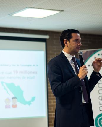 Encuentro presencial entre docentes para incentivar el uso de las comunidades de aprendizaje en Puebla