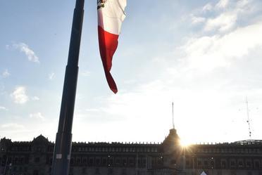 Izamiento de la Bandera Nacional, en memoria del 50 aniversario de los acontecimientos del 2 de Octubre de 1968
